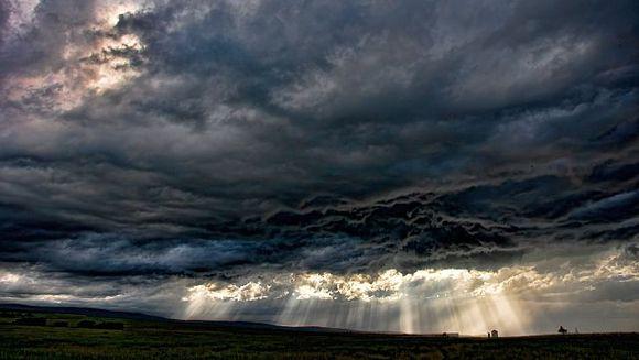 AVERTIZARE METEO: COD GALBEN de ploi si vijelii! Vezi zonele afectate