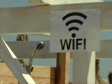 IREAL! Ce a facut un patron de pe litoral pentru confortul turistilor: A pus internet gratuit la dusuri!