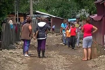 Un mort, patru disparuti, peste doua mii de case inundate si o mie de sinistrati!