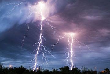 AVERTIZARE NOWCASTING: COD PORTOCALIU SI GALBEN de ploi si vijelii! Vezi zonele vizate