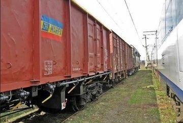 PANICA. Un vagon incarcat cu MOTORINA al unui tren de marfa a DERAIAT in judetul Harghita