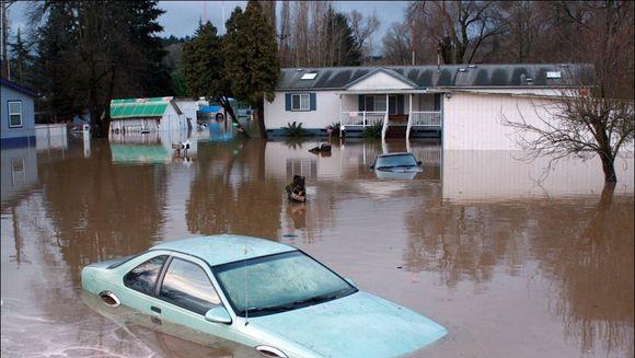 AVERTIZARE METEO. Cod galben de ploi si inundatii. Vezi ce judete sunt afectate!