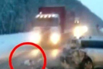 SOCANT! UN bebelus a fost AZVARLIT pe geam in timpul unui ACCIDENT de masina: Ce se intampla cu el dupa, te lasa fara SUFLARE!