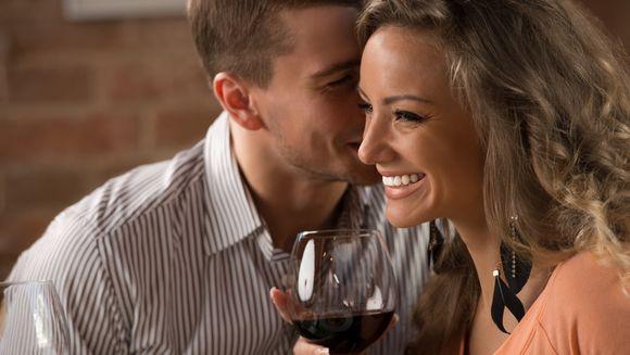 Obisnuiesti sa minti la prima intalnire? Doua treimi dintre noi o fac. Barbatii mint despre averea lor, insa femeile...