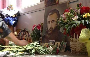 "Corneliu Vadim Tudor a mers sa analizeze ""chipul"" care ar fi al Parintelui Arsenie Boca!"