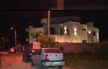Scene de groaza in vila unui cuplu de milionari din Pitesti! Un individ mascat s-a napustit peste cei doi soti in miez de noapte