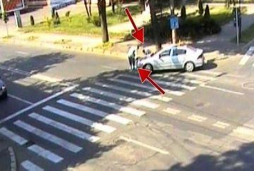 Accident cu masina scolii de soferi! Ce a patit o batrana care traversa regulamentar pe trecerea de pietoni