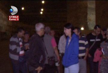 Aglomeratie de nedescris in Salina Slanic Prahova. Mii de turisti au fugit de canicula si s-au racorit la 13 grade Celsius