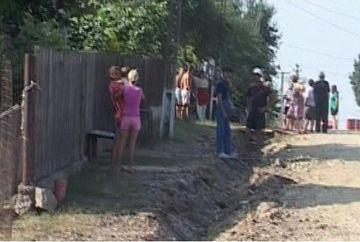 Mai multi localnici din Dambovita au ramas blocati in case din cauza lucrarilor de reabilitare a drumului!