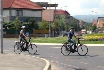 Inspectorii din cadrul Primariei Sibiu au renuntat la masinile de serviciu in favoarea bicicletelor electrice