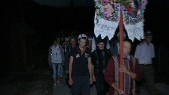 Mai sunt doua zile pana la Sfanta Maria iar zeci de credinciosi au pornit in pelerinaj la manastirea Nicula