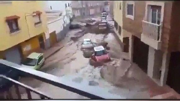 Parca e sfarsitul lumii in Spania! Zeci de persoane au fost ranite in urma inundatiilor