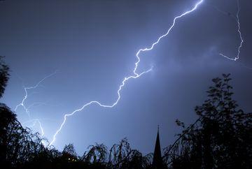 Cum sa te pregatesti in caz de furtuna - uite ce trebuie sa faci ca sa scapi cu bine de furtuna care vine diseara