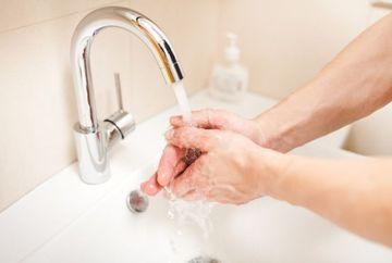 VESTE SOC. Doar 5% dintre oameni se spala corect pe maini. Te numeri printre ei?