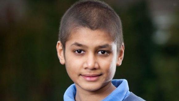 SOCANT! Un adolescent a fost la un pas SA MOARA IN AGONIE dupa ce medicii i-au confundat o FORMA RARA DE CANCER cu durerile de crestere FOTO