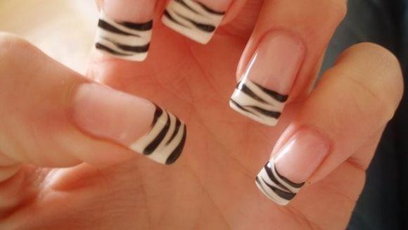 ELEGANTE DAR PERICULOASE. Adevarul despre unghiile false!