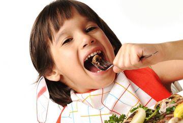 DE CE este important sa mananci sanatos in fata copiilor tai!