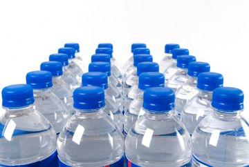 De ce nu este bine sa bei apa din sticla de plastic? Afla care este pericolul ucigas