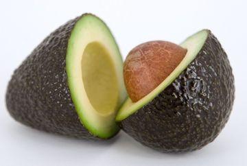 Stiai ca poti consuma samburii de avocado? Uite ce beneficii au pentru tine!