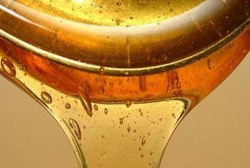 Apa cu miere face minuni pentru sanatatea ta! Invata sa o prepari!