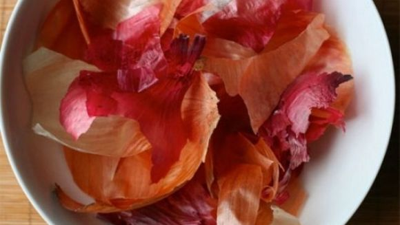 Remedii naturiste cu coji de ceapa! Infuzia are proprietati miraculoase!