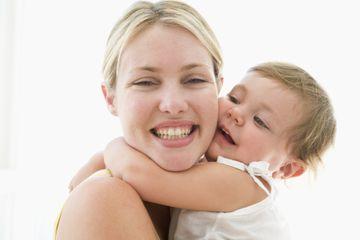 ESTI o viitoare mamica? UITE ce risca BEBELUSUL tau daca nu esti atenta la produsele COSMETICE pe care le folosesti