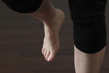 Nu reusesti sa stai intr-un picior mai mult de 20 de secunde? Vezi ce spune asta despre creierul tau