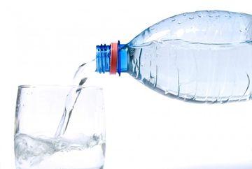 7 obiceiuri de a bea care te pot INGRASA! Chiar si APA sau sucurile naturale pot avea EFECTUL acesta