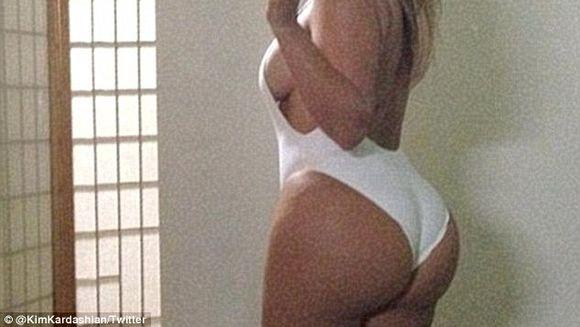 De ce e atat de ATRACTIV posteriorul lui Kim Kardashian? Cercetatorii au descoperit de ce barbatii sunt atrasi de femeile CU FORME!