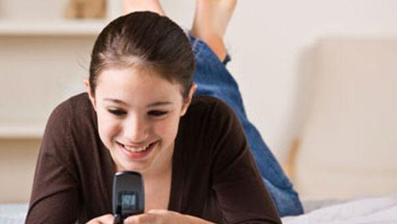 Ati scris vreodata un SMS din baie? Cercetatorii au descoperit de ce nu putem rezista tentatiei de a raspunde la mesaje
