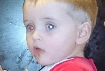 Se uita la fotografiile de familie, cand a observat ceva in ochiul fiului ei. Ce a descoperit i-a salvat viata baiatului