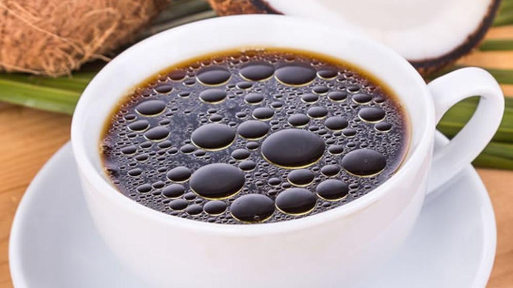 O lingurita de ulei de cocos dimineata