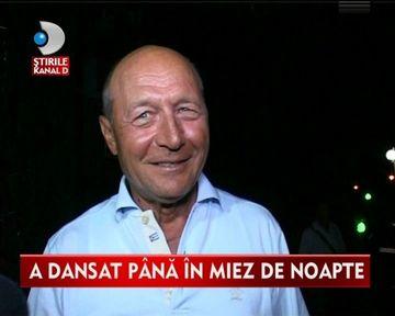 Ca pe vremuri! Traian Basescu, BAIE DE MULTIME pe litoralul romanesc