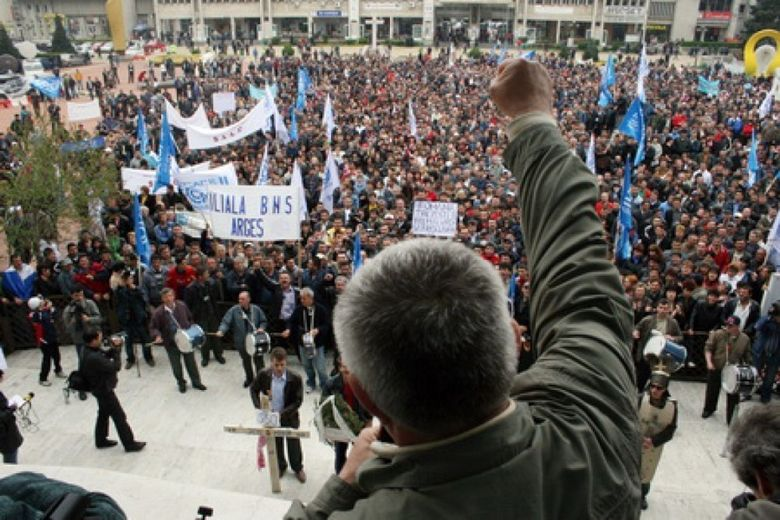 PROTEST in Piata Victoriei! Aproape 1000 de muncitori de la Oltchim cer sprijin Guvernului