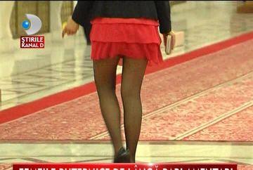 SEXY CONSILIERELE! Uite cum se imbraca in parlament colegele politicienilor VIDEO