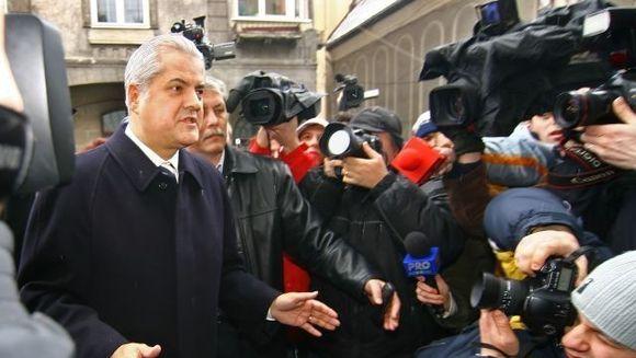Adrian Nastase a fost adus la instanta suprema, pentru contestatiile din dosarele Tamara si Trofeul Calitatii VIDEO