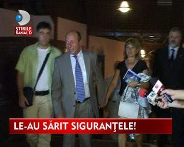 Traian Basescu s-a distrat alaturi de fosti colegi la balul de absolvire al Academiei Navale VIDEO