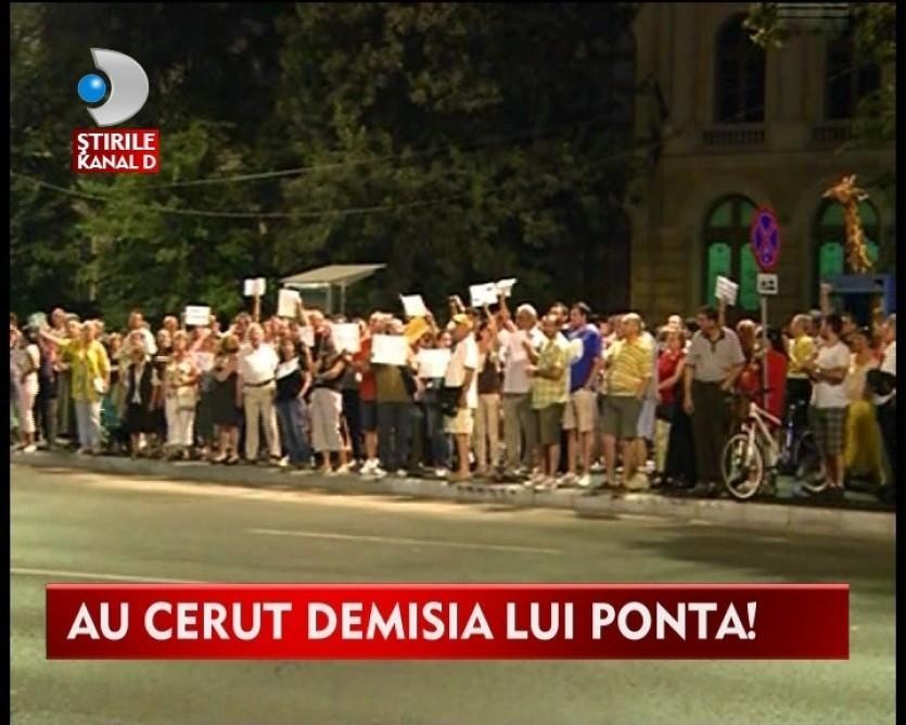 Proteste in Piata Universitatii impotriva noii puteri! VIDEO