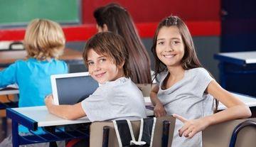 PREMIERA in Romania. Elevii din clasa a III-a vor invata de pe tablete din martie 2015