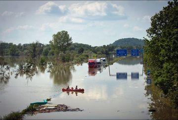 IMAGINI SOCANTE! Europa inecata! Zeci de orase, sub apa din cauza ploilor torentiale GALERIE FOTO