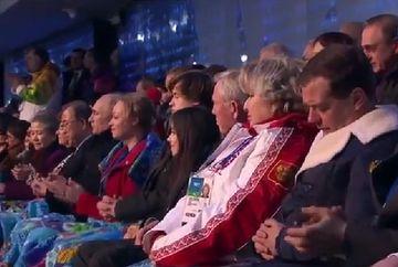 Dmitri Medvedev ar fi atipit in timpul ceremoniei de deschidere a Jocurilor Olimpice de la Soci. Cum a fost ironizat premierul rus