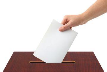 REFERENDUM in Crimeea. Locuitorii voteaza pro sau contra unei anexari la Rusia