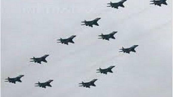 Rusia a trimis zeci de avioane militare in Crimeea