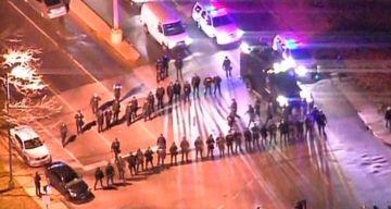 Mii de americani au protestat in strada fata de Justitie! Politistul care a impuscat mortal un tanar de culoare NU a fost condamnat