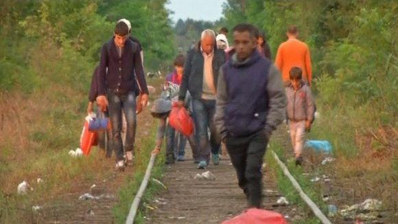 Cea mai mare criza a imigrantilor din Europa din ultimele 6 decenii. Zeci de mii de oameni care fug din calea razboaielor din Orientul Mijlociu sau Africa iau cu asalt granitele tarilor din Occident