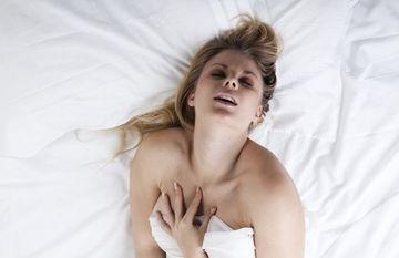 Unde sa o atingi cu degetele pentru cel mai puternic orgasm extern