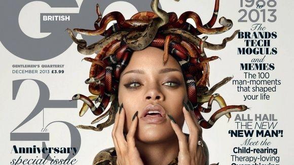 Rihanna, SEDINTA FOTO INCENDIARA! A pozat goala si cu serpi pe cap