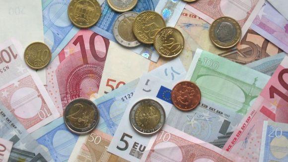 Leul se depreciaza. Euro a atins un nou maxim istoric