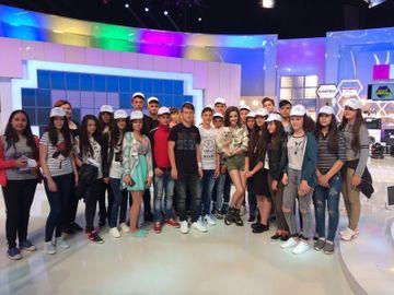 """Kanal D si-a redeschis portile pentru """"Scoala Altfel""""! Zeci de copii au fost prezenti in platourile emisiunilor, alaturi de vedetele postului"""