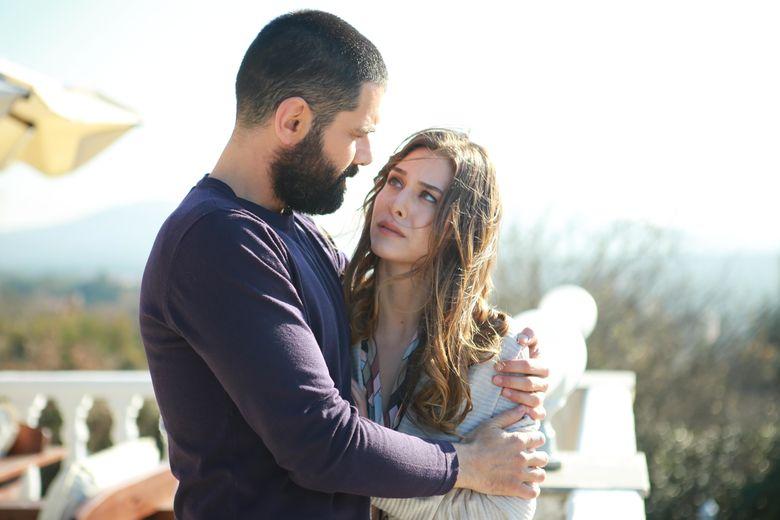 "Ezgi Asaroglu, actrita din ""Bahar: Viata furata"", a suferit de despresie! Afla detalii nestiute despre frumoasa actrita!"